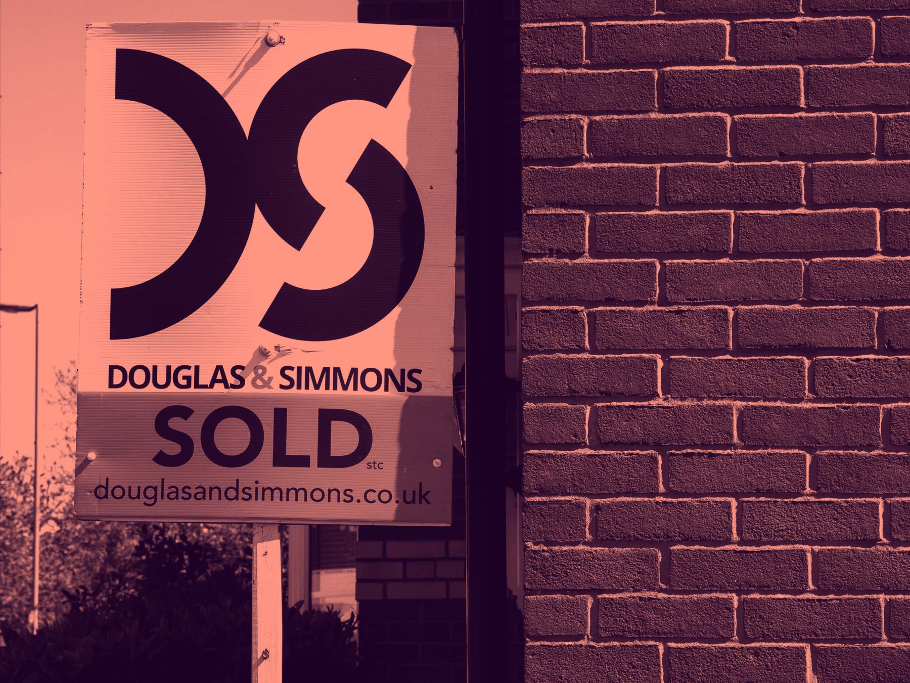 Sign of the times: are For Sale boards still important in this digital age?